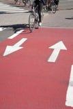 Cyklister på cykelgränd Royaltyfri Fotografi