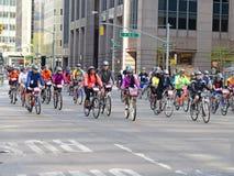 Cyklister på femna Boro Bike Tour i New York Fotografering för Bildbyråer