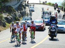 Cyklister rider under den Rio de JaneiroOS:en som 2016 cyklar vägkonkurrens av Rio de Janeiro 2016 OS i Rio de Janeiro Arkivfoton