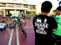 Cyklister samlar för en rolig ritt för cykel i marikinastaden, philippines Fotografering för Bildbyråer
