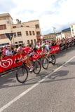 Cyklister som konkurrerar i Postgirot D'Italia 2014 Arkivbilder