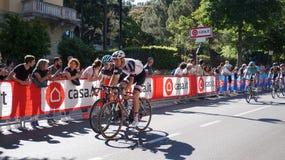 Cyklister tar delen till den 15th etappen av ` Italia för Postgirot D nära ankomst i den Bergamo etappen i den 100. upplagan av ` Royaltyfri Foto