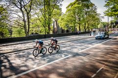 Cyklister turnerar in de Yorkshire 2018 arkivfoto