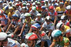 Cyklistracers som ordnar till för start av racen Royaltyfria Foton