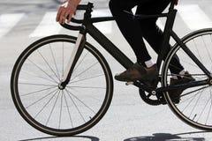 Cyklistritter på huvudvägen Royaltyfria Foton