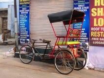 Cyklu riksza parkujący w Taj Ganj sąsiedztwie Agra, Uttar Pr Fotografia Stock