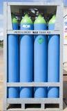 Cylindrar av kylmedlet Arkivfoto