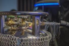 Cylindres cryogéniques de plancher d'usine, utilisés dans des processus industriels Navires de vase Dewar photographie stock libre de droits