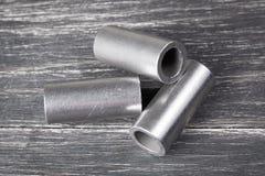 Cylindres en métal sur le fond foncé Photographie stock libre de droits