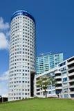 Cylindriskt format hyreshuscentrum, Haag, Nederländerna royaltyfria foton