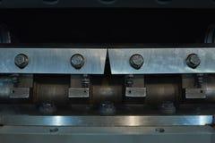 Cylindryczny rotor z stalowymi nożami dla rozdrabniacza projektującego mleć polimerów ingots obraz stock