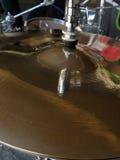 Cymbal med grafittireflexion royaltyfri bild