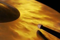 Cymbal och spets av trumpinnen Arkivbild