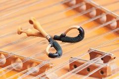 Cymbal stringed musikinstrument med hammaren Royaltyfri Bild