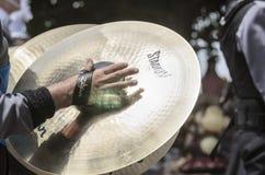 Cymbalmarschmusikband Arkivfoton