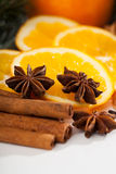 Cynamon i pomarańcze podczas boże narodzenie czasu Zdjęcie Stock