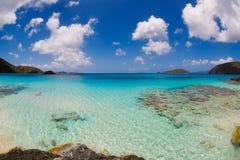 Cynamon zatoka w USA Dziewiczych wysp parku narodowym na St John w USA Dziewiczych wyspach zdjęcie stock