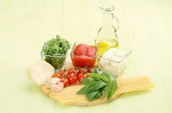 cynamonowa kulinarna mąkę składników jaja orzechów przyprawy waniliowe cukru Obraz Stock