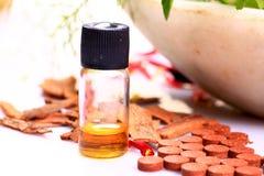 Cynamonowy olej i pastylki Zdjęcie Royalty Free