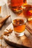 Cynamonowy whisky bourbon w strzału szkle fotografia stock