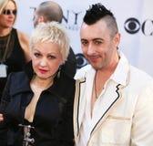 Cyndi Lauper y Alan Cumming Fotografía de archivo