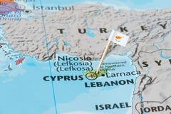 Cypern översikt och flaggastift Royaltyfri Bild