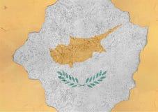 Cypern flaggaabstrakt begrepp i betong för agg för fasadstruktur stor skadad royaltyfria foton