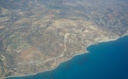 Cypern kustlinje på Petra-touen Romiou flyg- sikt royaltyfri fotografi