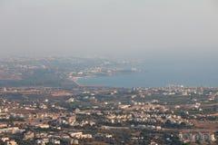 Cypern landskap med bergbyn Fotografering för Bildbyråer