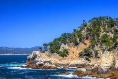 Cypress su roccia, prerogativa naturale di Lobos del punto fotografia stock libera da diritti