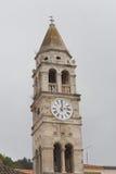Cypriotiskt kyrka- och klockatorn av St och Justin Arkivfoto