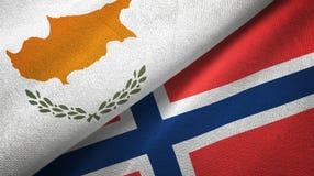 Cyprus en Noorwegen twee vlaggen textieldoek, stoffentextuur stock illustratie