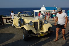 Cyprus, Sund Bay. Wedding with old Bently Stock Photo