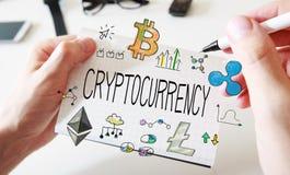 Cyptocurrency met bemant handen en notitieboekje Royalty-vrije Stock Fotografie