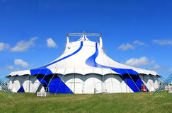 Cyrkowy dużego wierzchołka namiot w lecie Fotografia Stock