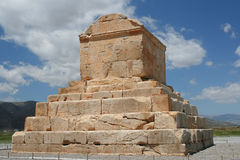 cyrus极大的最近的persepolis坟茔 库存照片