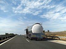 cysternowa ciężarówka. obrazy stock