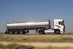 cysternowa ciężarówka. Zdjęcie Royalty Free