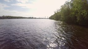 Cysternowy jeżdżenie w rzece zbiory wideo