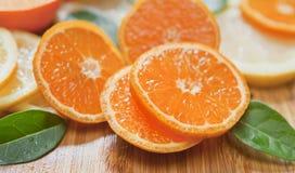 Cytrus cytryna, wapno, mandarynka i świezi plasterki -, obrazy royalty free