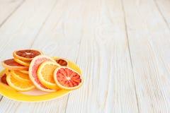 Cytrus owoc na drewno stołu tle z kopii przestrzenią Obrazy Royalty Free