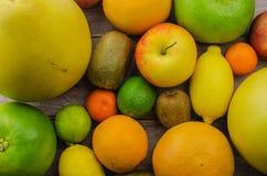 Cytrus owoc pomarańcze, cytryna, grapefruitowa, mandarynka, wapno zdjęcie royalty free