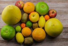Cytrus owoc pomarańcze, cytryna, grapefruitowa, mandarynka, wapno obrazy royalty free