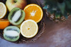 Cytrusa sekcja, jabłko i ananas, zdjęcia royalty free