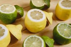 Cytryna i wapno na stole Zdjęcie Stock