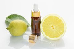 cytryna istotny olej Aromatherapy zdjęcia stock