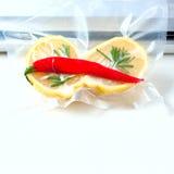 cytryna w próżniowym pakunku Sous-vide, nowej technologii kuchnia Obrazy Royalty Free