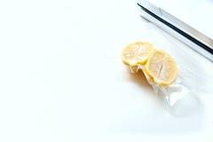 cytryna w próżniowym pakunku Sous-vide, nowej technologii kuchnia Fotografia Royalty Free