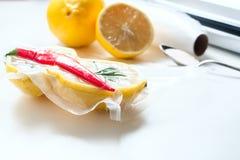 cytryna w próżniowym pakunku Sous-vide, nowej technologii kuchnia Zdjęcie Royalty Free
