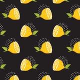Cytryna wzór na czarnym tle cytryny bezszwowy deseniowy Lata tło Druk tekstura Tkanina projekt Obraz Royalty Free